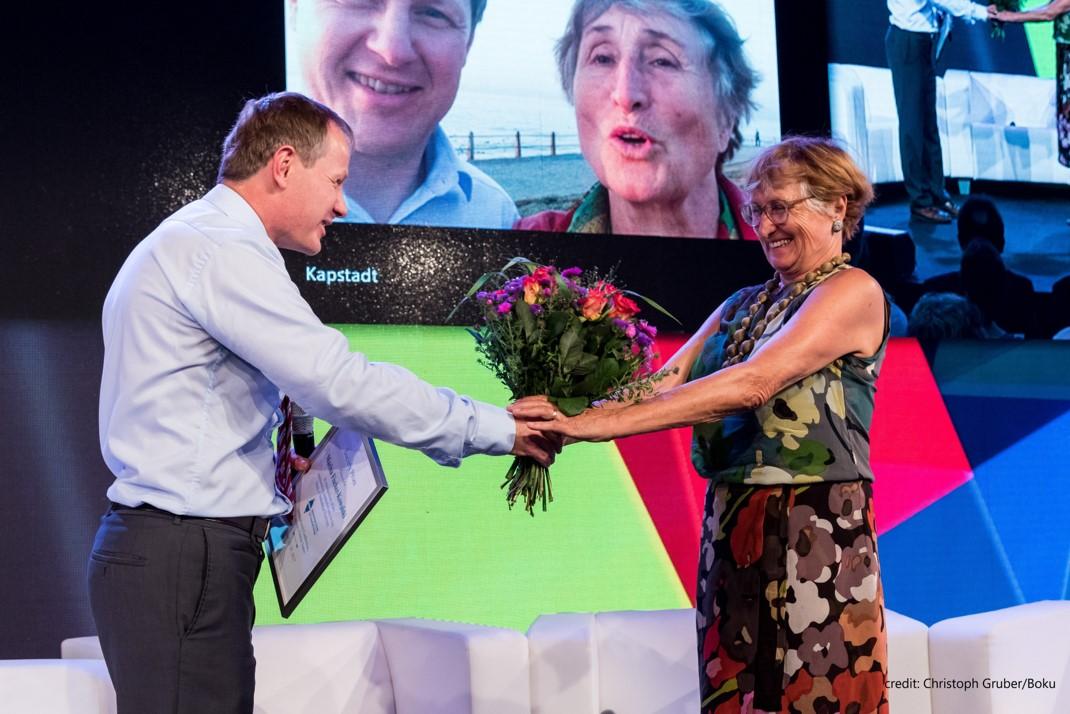 Edgar Hertwich congratulates Marina Fischer-Kowalski